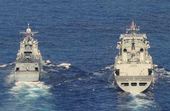 日本军机偷拍中国舰队海上补给