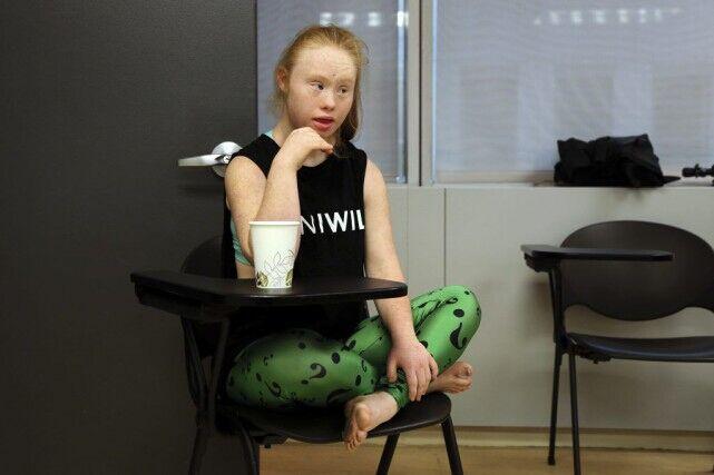 低智女设计师与义肢女模 纽约时装周包容度获赞