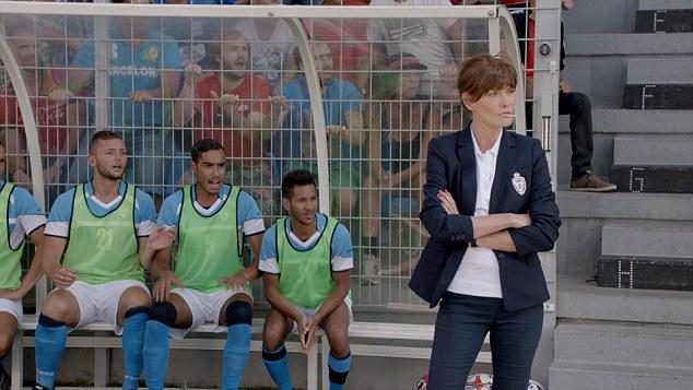 """法国前""""第一夫人""""布吕尼变身足球教练 助阵福特汽车宣传片"""