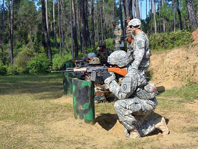 美印军事交流印军教美军打枪