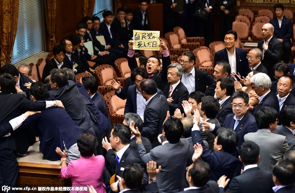 """社评:安保法案是日本迈向""""正常国家""""宣言"""