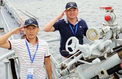 300余名老兵参观退役导弹驱逐舰 共叙战友情