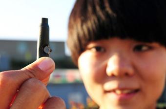 新疆女狙击手百米外击穿弹壳