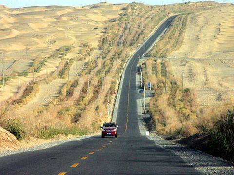 塔里木沙漠公路:穿越塔克拉玛干的生命线