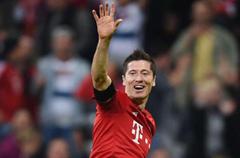 德甲-世界纪录!莱万9分钟5球 拜仁5-1狼堡
