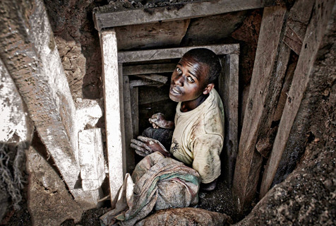 矿产战争:刚果非法采矿工人的辛酸劳作