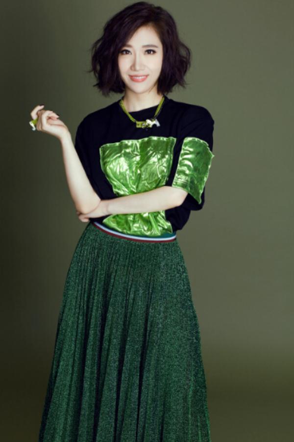 美誉的歌手胡杨林全新单曲《45度拍》全网首发,整首歌曲以时下流