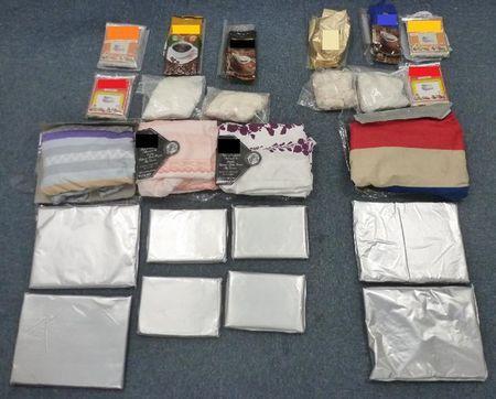 两女子涉嫌贩毒被香港海关拘捕 床单面粉藏毒品