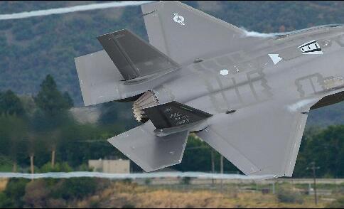 美国五代战机作死飞行的节奏