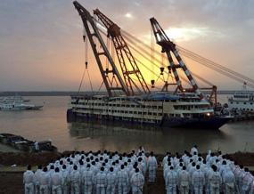 东方之星客轮沉船,442人遇难