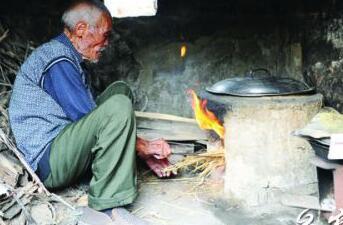 抗战老兵忆当年:1个连仅仅7件棉大衣 吃黍面