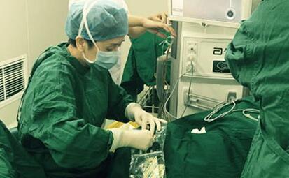 普瑞眼科为老兵免费做白内障手术