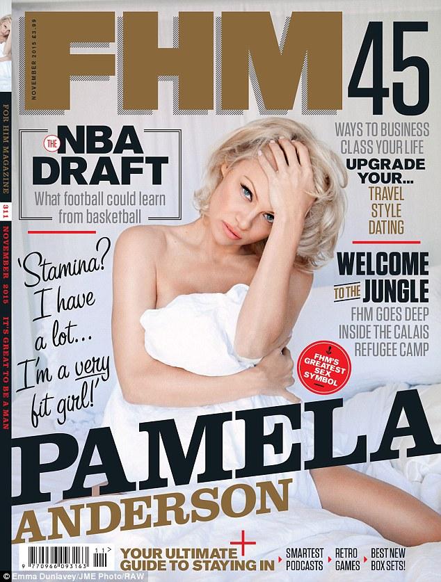 帕米拉·安德森半裸登《男人装》杂志封面 成最老封面女郎