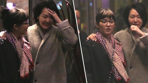 小S与范晓萱深夜素颜外出 见偷拍露惊讶表情