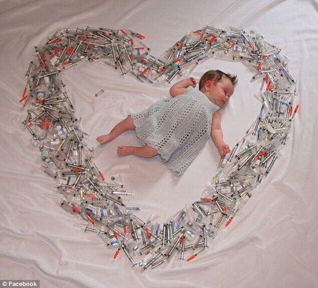 想当母亲了:婴儿新生照数百注射器环绕