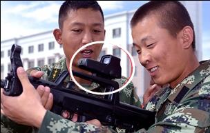 新疆利剑突击队配备红外全息瞄准镜和夜视仪
