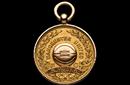 曼联首个冠军奖牌被拍卖 107年后仍保存完好