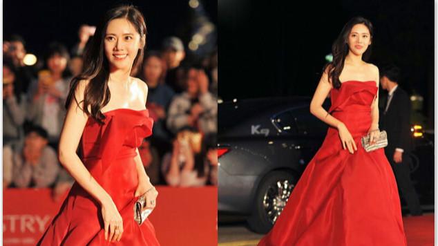 秋瓷炫主持釜山电影节闭幕式 红裙优雅迷人