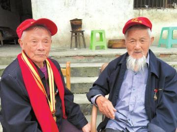 95岁抗战老兵70年后重逢 回忆79军军长牺牲
