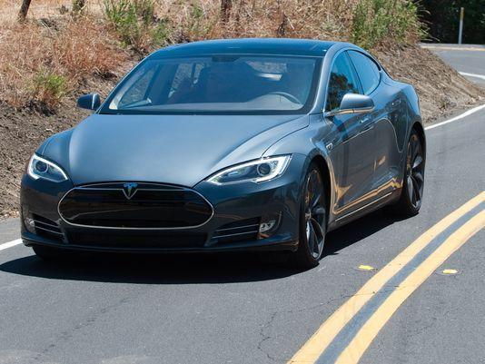 特斯拉即将发布全新车载系统 可自动驾驶