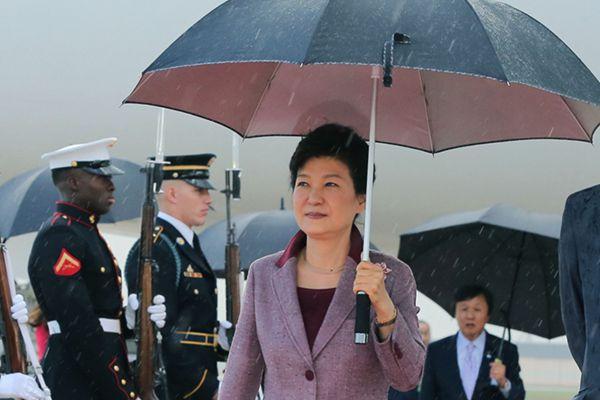 韩总统朴槿惠抵达华盛顿 将与奥巴马讨论朝鲜问题