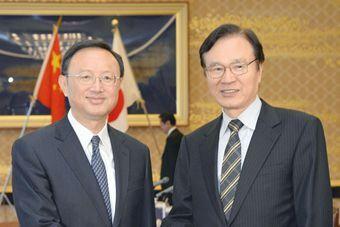 杨洁篪访问日本 与日本国安局长对话