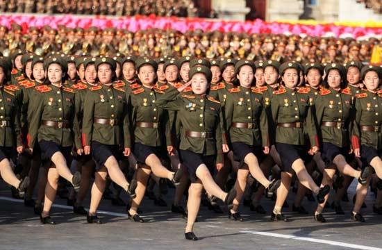 近看朝鲜阅兵式上的女性面孔
