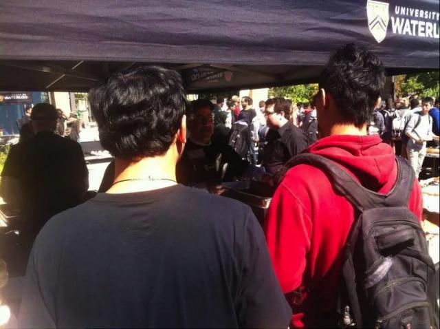 加拿大一大学学费涨个没完 留学生家长叹被中介坑了