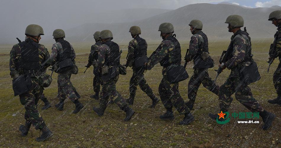 西藏特种部队狙击手伪装专业