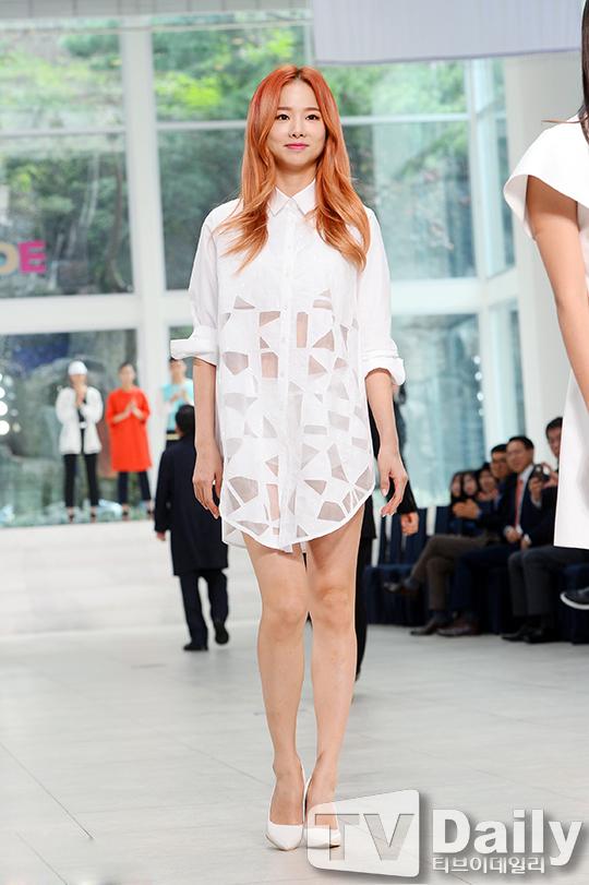 韩女团EXID亮相穿性感白性感a性感走秀的女优最ava衬衫图片