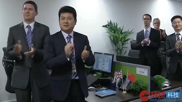 习近平主席参观华为英国公司 肯定华为产品创新