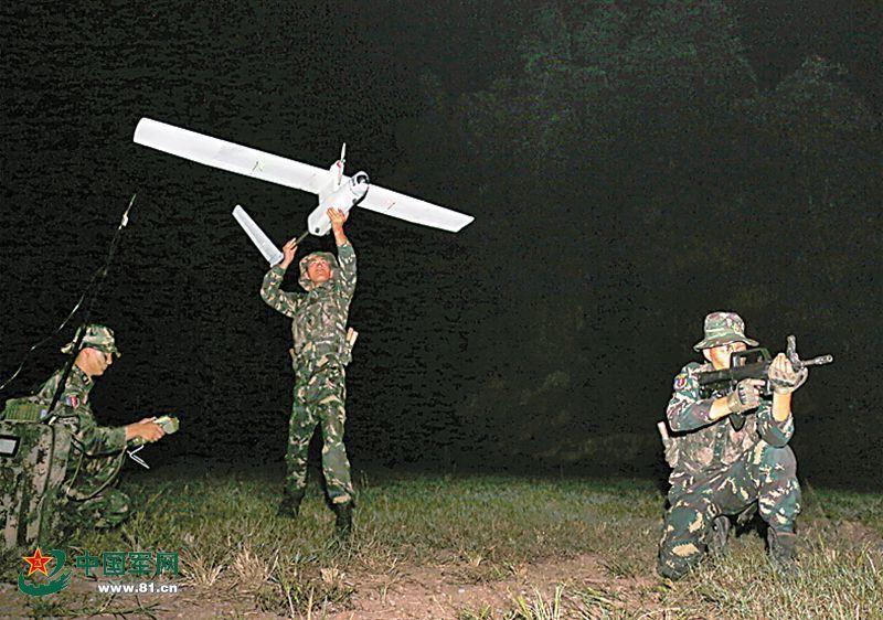 解放军特种部队单兵无人机曝光