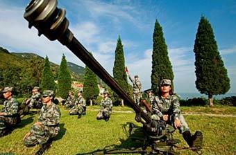 海防要塞女民兵坐打高射机枪