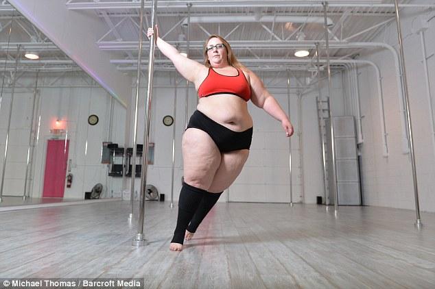 美女子靠跳钢管舞两年内甩肉近75斤