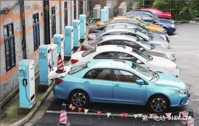 上海浦东新能源车个人补贴减半至1万元