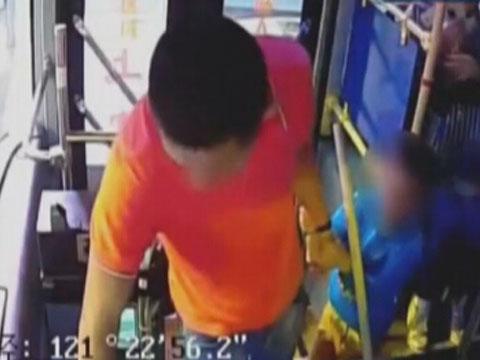 烟台牟平:少交一块钱  男子暴打公交司机
