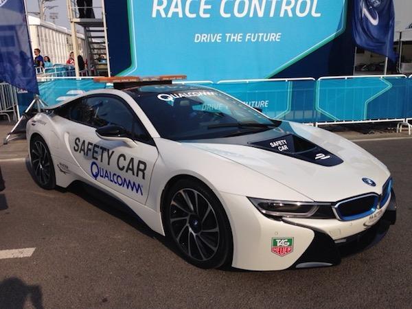 高通Halo无线充电 电动车实现行驶中充电?