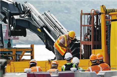 港珠澳大桥工人遭千斤吊笼撞击身亡(图)