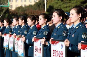 空军篮球赛开幕式女领队抢眼