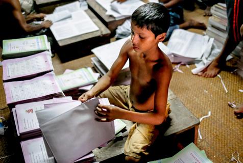 探访孟加拉国书籍装订厂的童工