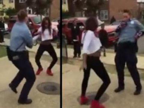 美国女警察与黑人少女街头斗舞 平息一场冲突