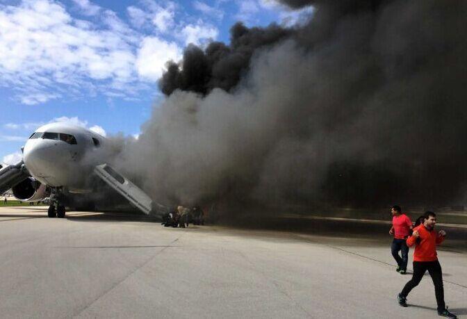 美国一架波音767客机发动机起火 数人受伤
