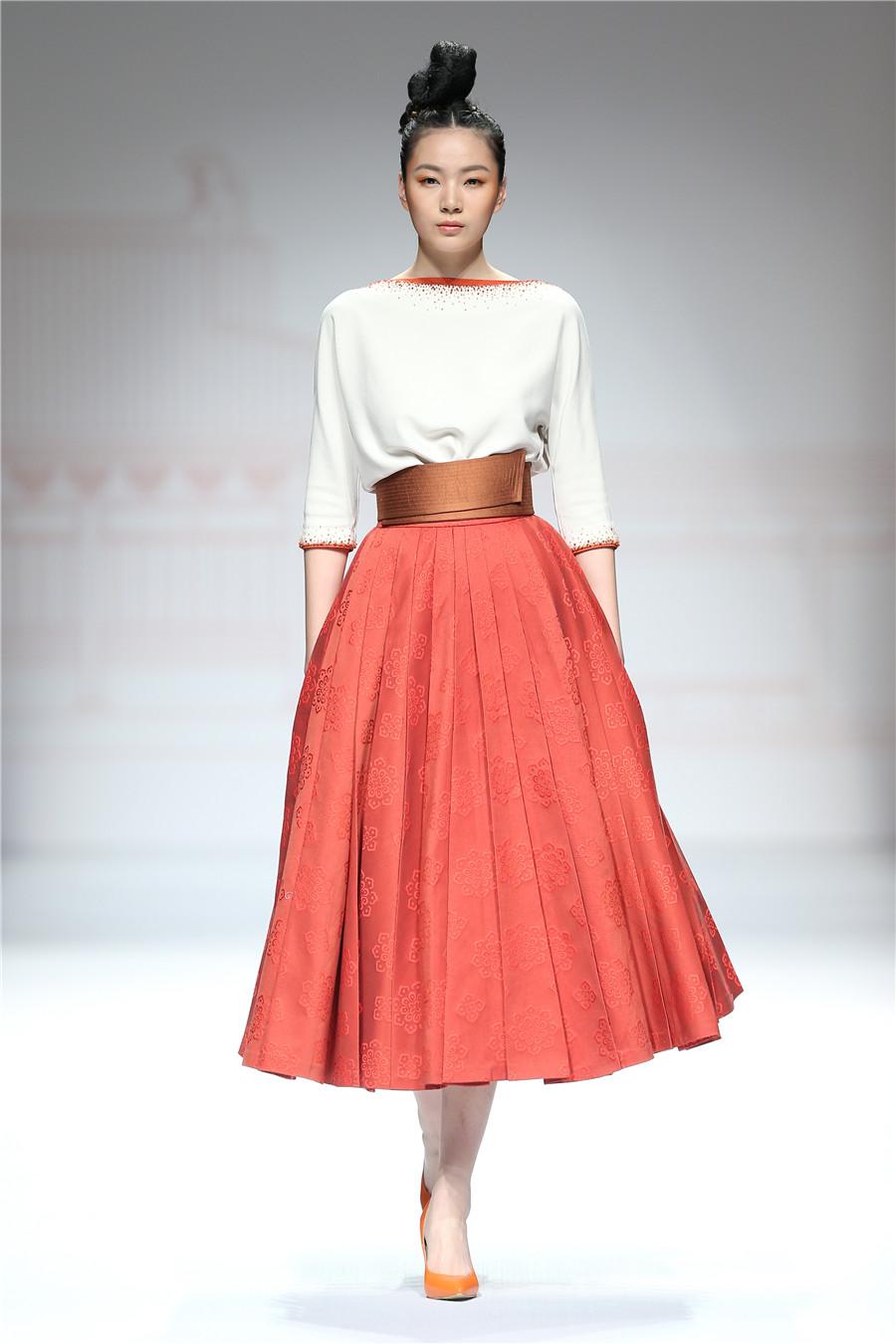 2016春夏中国国际时装周楚和听香·楚艳时装发布会