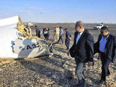 现场:俄客机坠毁埃及 极端组织公布视频称负责