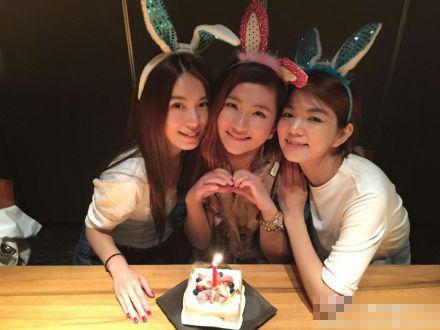 Selina庆35岁生日 S.H.E再合体吃海鲜大餐