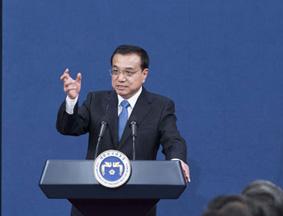 李克强与朴槿惠、安倍晋三共同会见记者