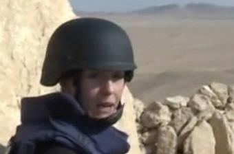 俄媒女记者深入叙战斗一线采访