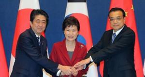 李克强出访韩国并出席中日韩领导人会谈