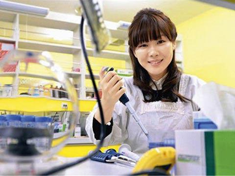 日本美女博士造假学位被取消 导师去年自缢身亡