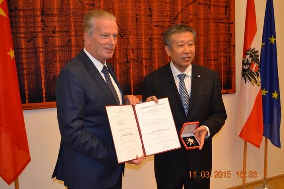 奥地利授予中航副总经理耿汝光联邦共和国功勋勋章